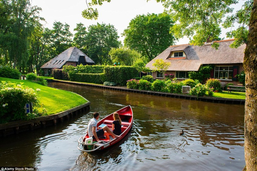 340264e100000578-3584981-despite_the_busy_action_on_the_canals_the_aquatic_area_is_said_t-a-27_1462981526152